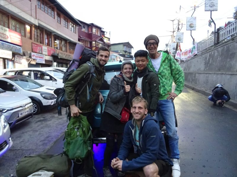hitchhikers, darjeeling, west bengal, india, travel blog